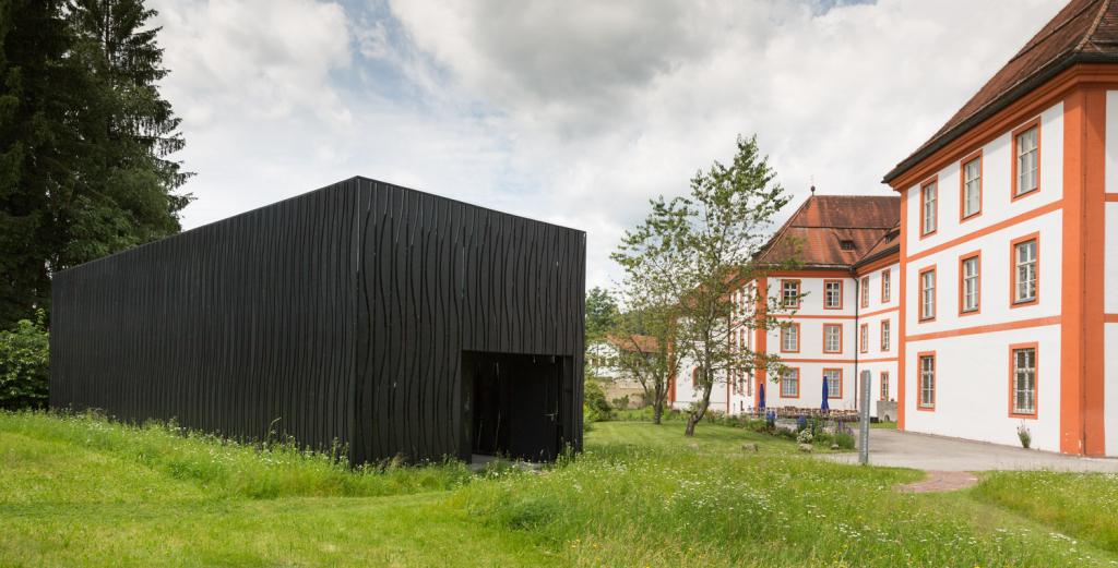 Ausstellungspavillon im Garten des Kloster Beuerberg
